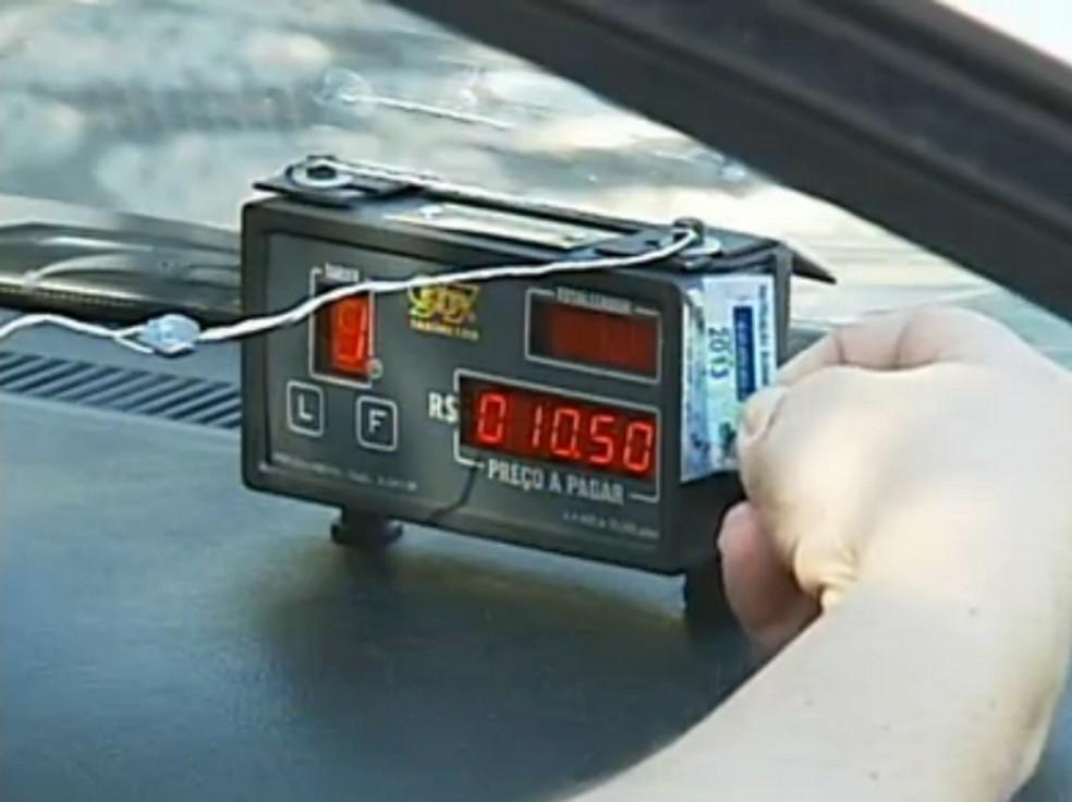 Taxímetro terá selo indicativo de aferição (Foto: Reprodução/TV Globo)