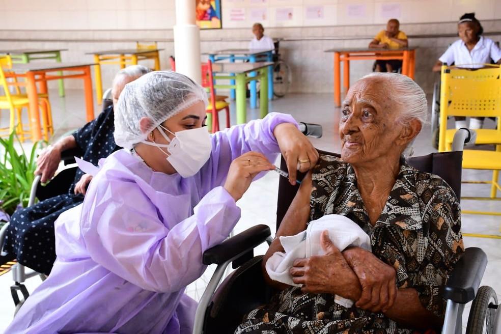RN inicia vacinação de idosos com dose de reforço contra a Covid-19 — Foto: Divulgação