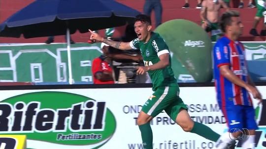 Júnior Viçosa vibra com gols e celebra atuação diante do Itumbiara