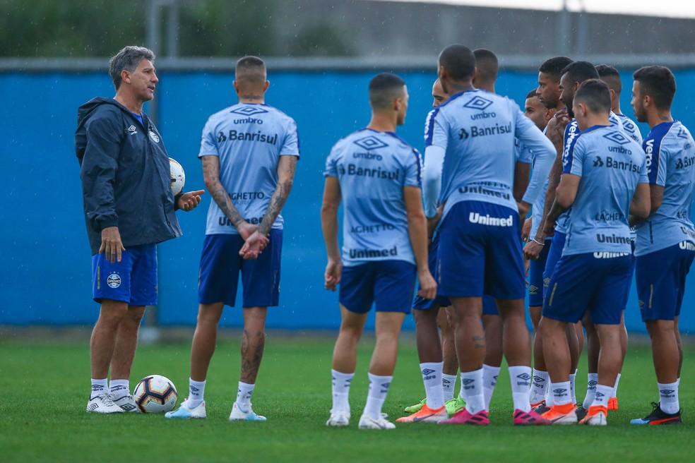 Renato prepara o grupo para sequência do Campeonato Brasileiro — Foto: Lucas Uebel/Grêmio