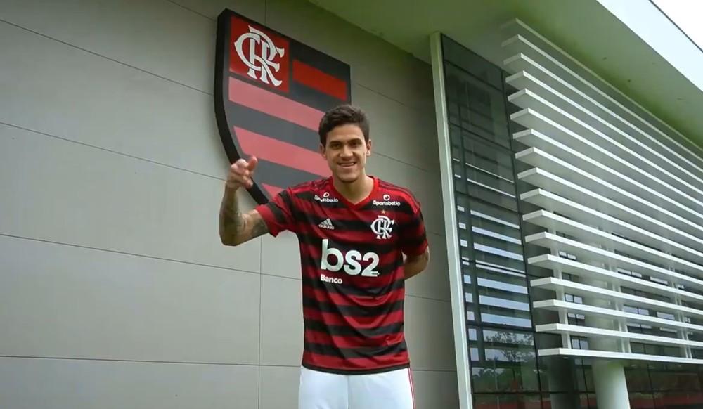 Flamengo anuncia oficialmente o atacante Pedro