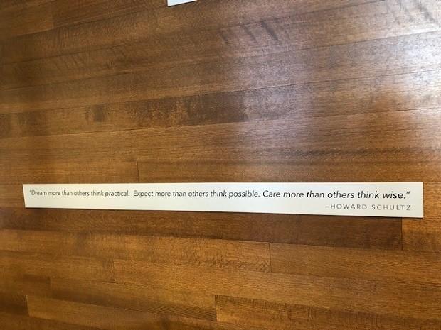 """""""Sonhe mais do que os outros acham prático. Espere mais do que os outros acham possível. Se importe mais do que os outros acham sábio."""" Howard Schultz (Foto: Fernanda Lopes de Macedo Thees)"""