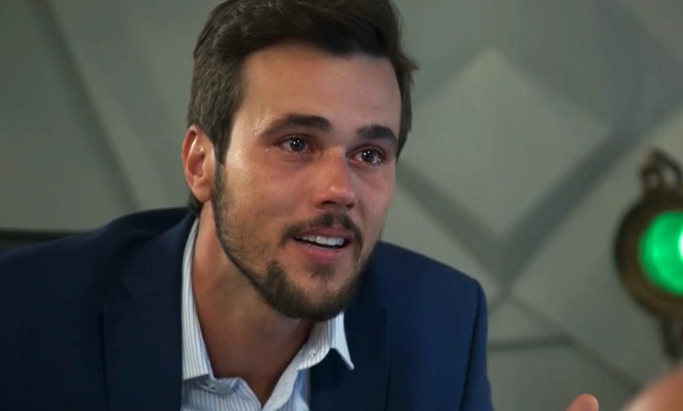Rafael (Bruno Ferrari) tem certeza que viu Kyra (Vitória Strada) em 'Salve-se Quem Puder' — Foto: Globo