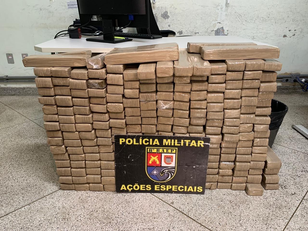 Motorista acelera para tentar escapar de abordagem policial, mas acaba preso com mais de 200 kg de maconha em Pres. Prudente