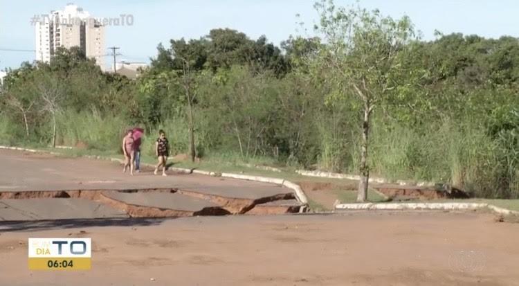 Ponte na avenida NS-3 segue interditada e corre risco de desabar em Palmas