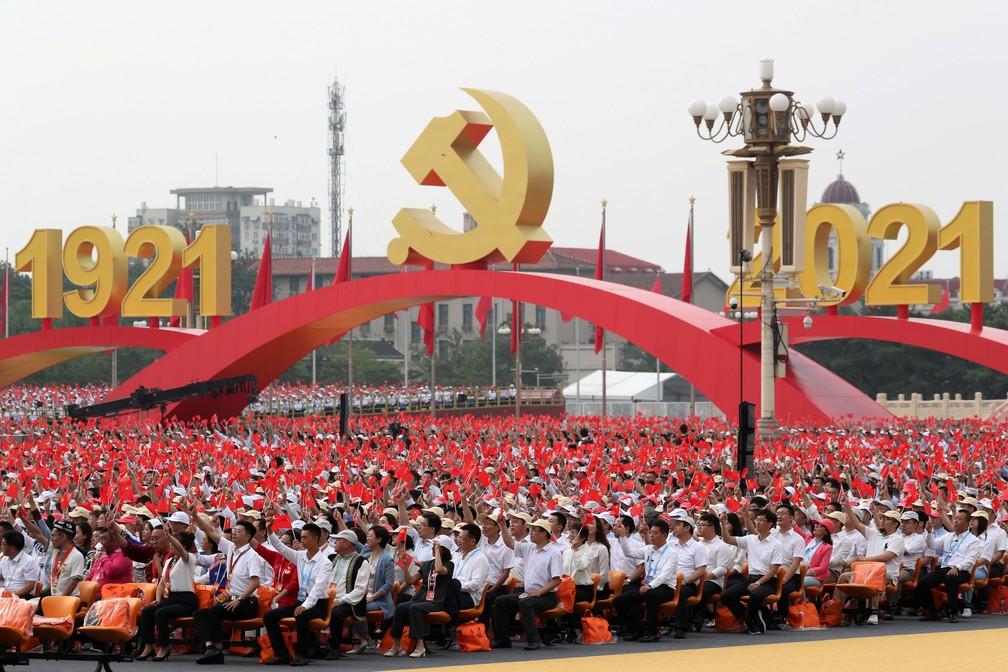 Evento de 100 anos de fundação do Partido Comunista da China reúne milhares de participantes em Pequim nesta quinta (1º) — Foto: Carlos Garcia Rawlins/Reuters
