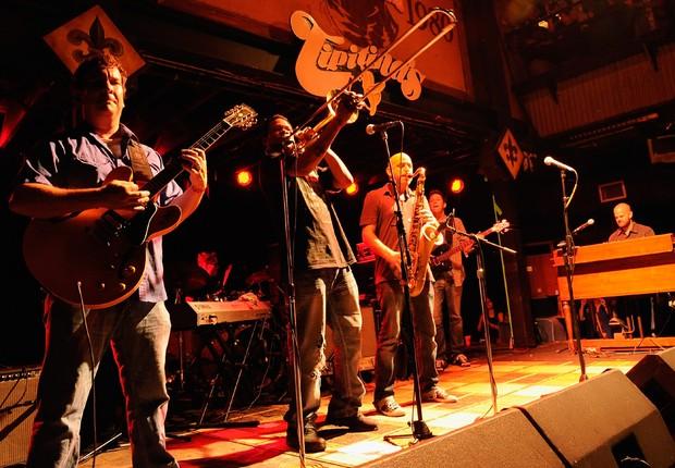 Banda americana de jazz-funk Galactic toca no festival de Tipitina's em Nova Orleans (Foto: Rick Diamond/Getty Images)