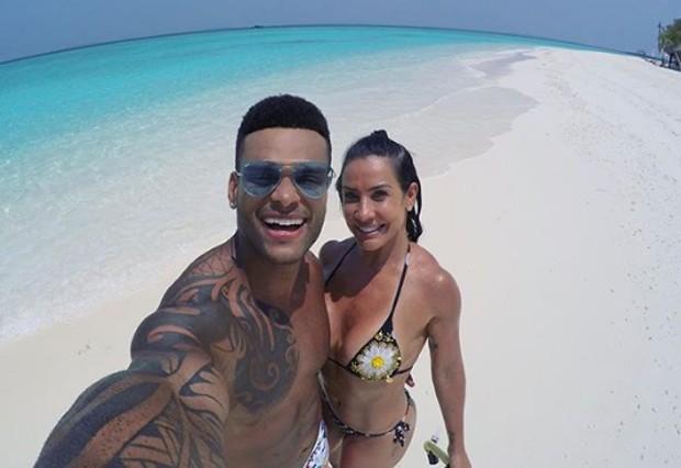 Sheila Carvalho e o marido (Foto: Reprodução/Instagram)