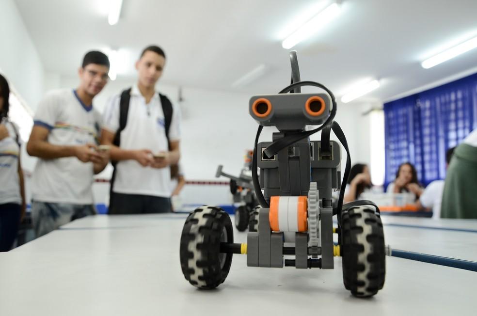 Escola Técnica Estadual Professor José Luiz de Mendonça, em Gravatá, no Agreste de Pernambuco, tem robótica entre as disciplinas — Foto: Gil Menezes/Divulgação