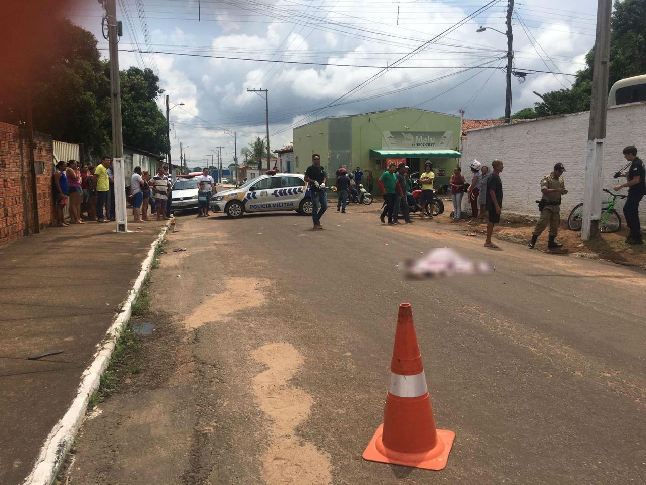Homem morre e outro fica ferido após acidente entre carro e bicicleta, em Paraíso do Tocantins - Notícias - Plantão Diário
