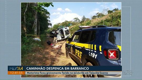 Caminhão despenca por 20 metros em barranco na BR-277