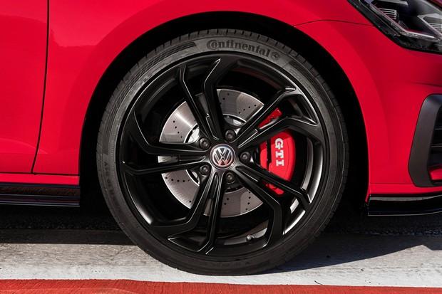 Rodas aro 19 podem calçar pneus semi-slick (Foto: Divulgação)