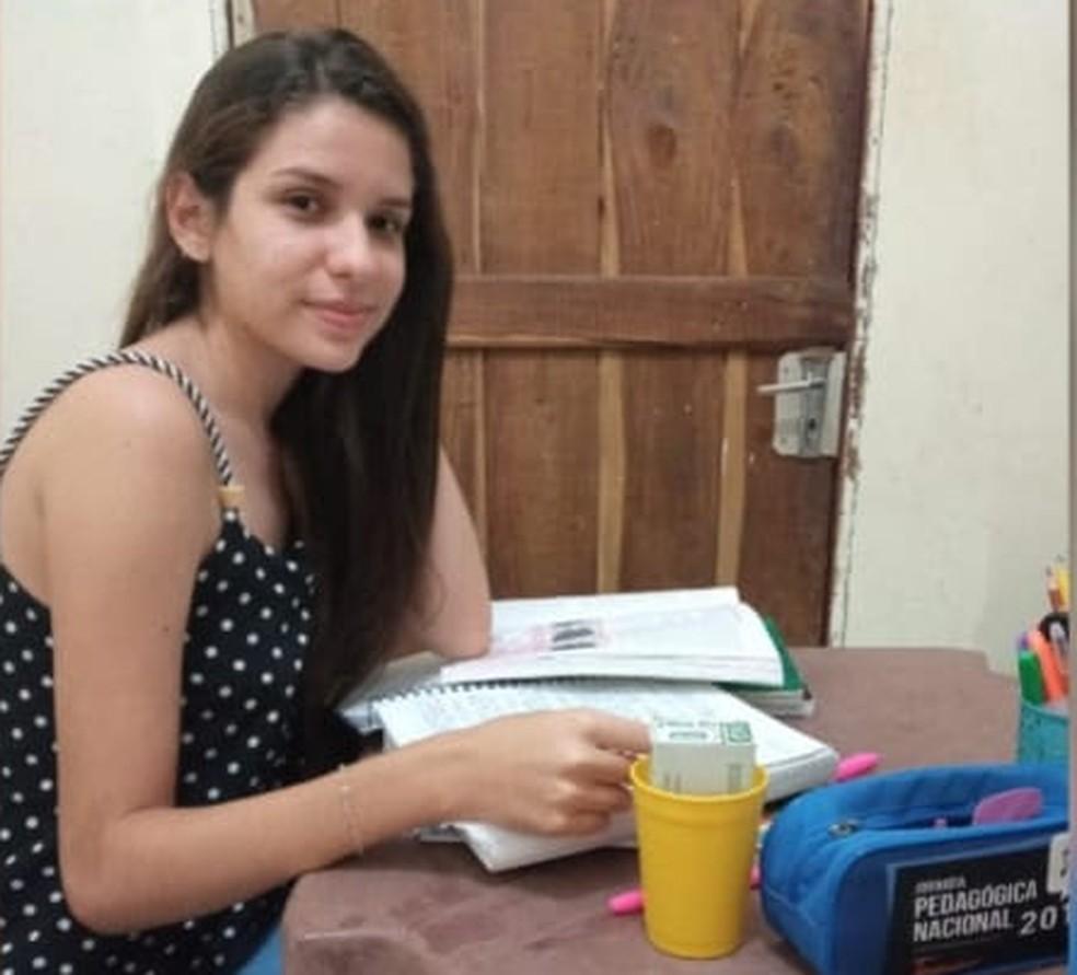 Lilian Dávila Soares Lopes, que mora em Juazeiro do Piauí, também pontuou 980 na redação do Enem 2020 — Foto: Divulgação/Seduc-PI
