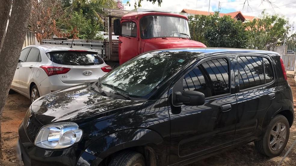 Veículos e documentos apreendidos em Matureia, na PB, tinham diversas irregularidades (Foto: Artur Lira/G1)