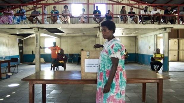 No país, os homens geralmente dizem às mulheres da família em quem elas deveriam votar (Foto: Getty Images/BBC)