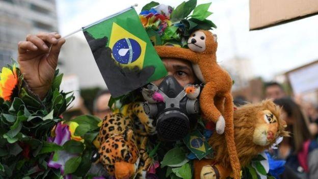 Protestos em defesa da Amazônia aconteceram no Brasil e em outras partes do mundo (Foto: AFP via BBC)