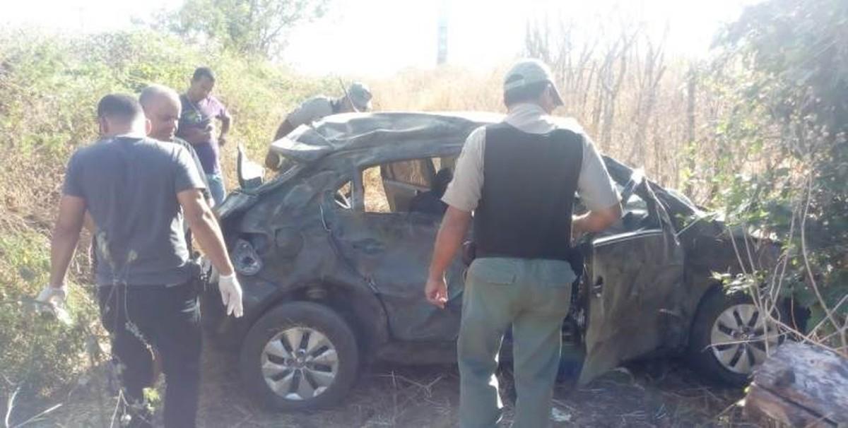Acidente deixa duas pessoas mortas e quatro feridas na PE-90 em Vertentes