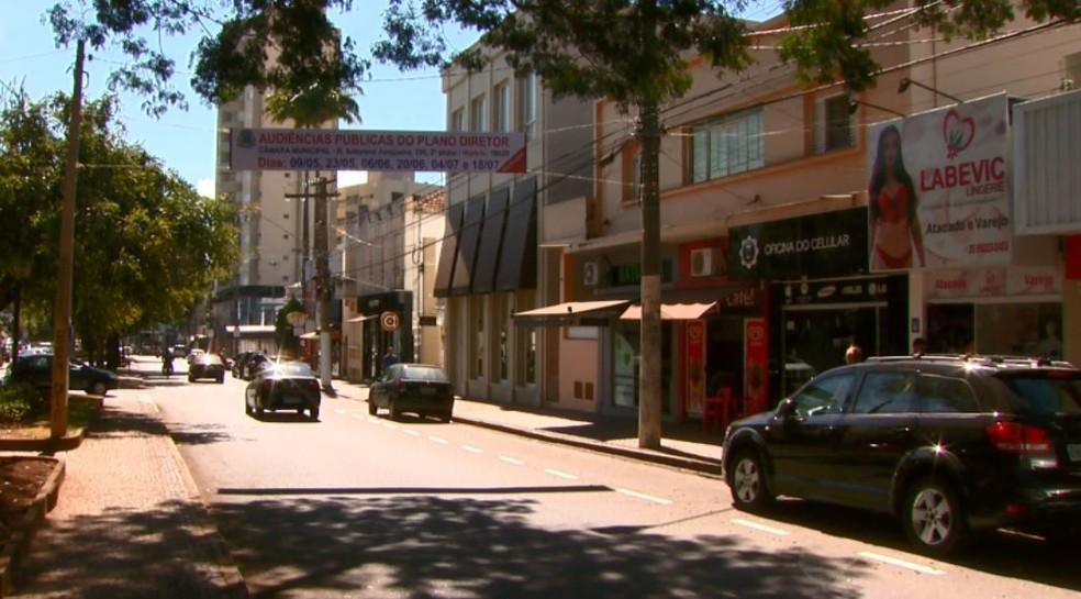 Comércio de São João da Boa Vista terá que fazer adaptações para ter mais acessibilidade (Foto: Rodrigo Sargaço/EPTV)
