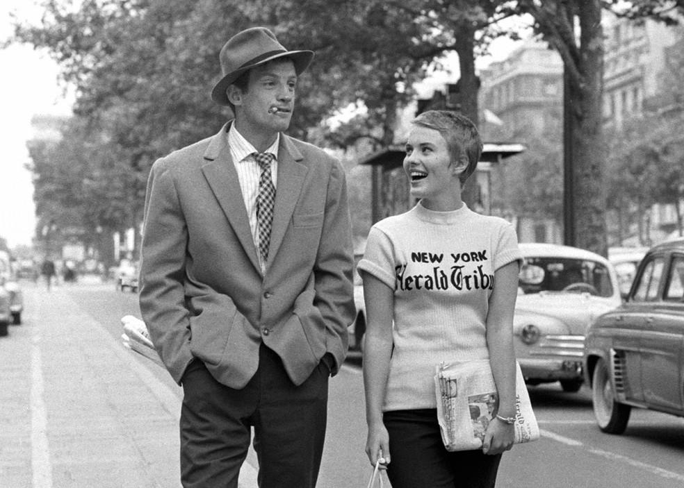 """Jean-Paul Belmondo em """"O Acossado"""", de Jean-Luc Godard — Foto: Reprodução"""