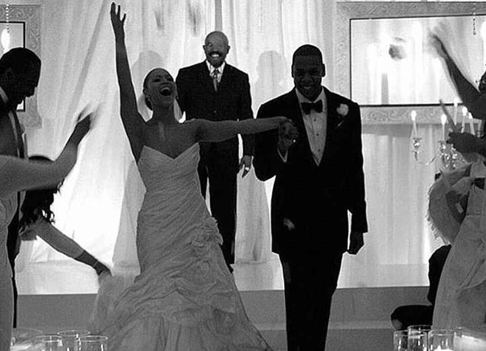 Uma foto compartilhada pela mãe de Beyoncé do casamento da filha com o rapper Jay-Z no ano de 2008 (Foto: Instagram)