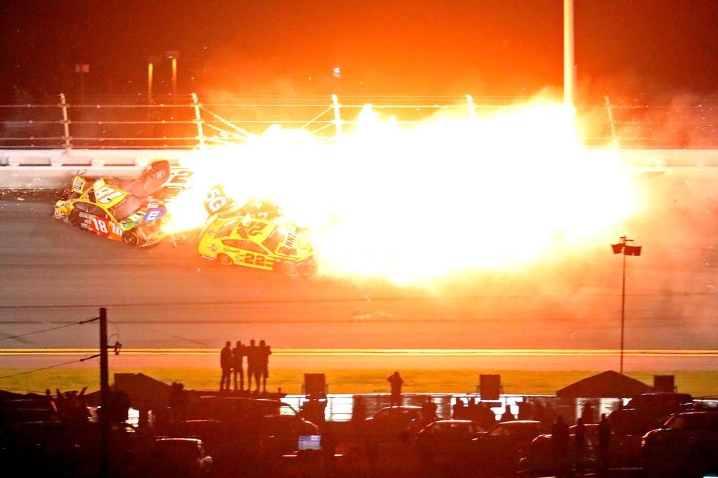 Acidente Nascar Daytona — Foto: Mark J. Rebilas-USA TODAY Sports