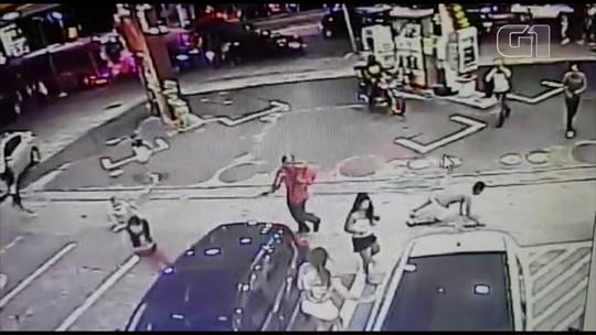 Frentista que fugiu após matar 2 foliões se apresenta e alega que atirou para se defender