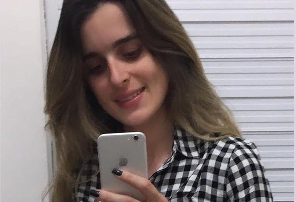 Renata Ranyelle Almeida tinha 23 anos e foi morta com um tiro no rosto — Foto: Redes Sociais/Facebook