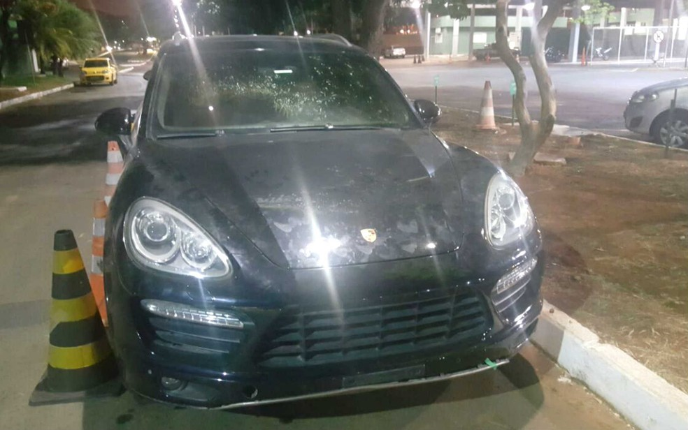 Porsche apreendido com supostos envolvidos com a moeda virtual falsa Kriptacoin (Foto: Polícia Civil do DF/Divulgação)