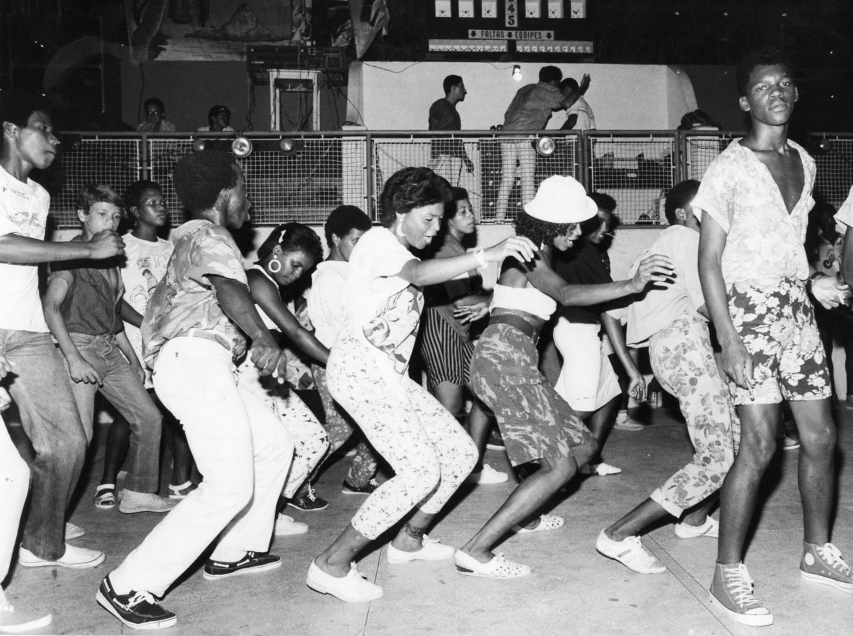 Trenzinho durante baile funk no Clube Canto do Rio, em 1986