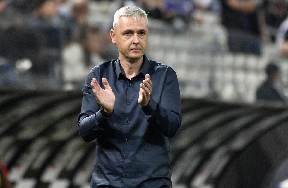 Tiago Nunes em Corinthians x Botafogo-SP — Foto: Marcos Ribolli