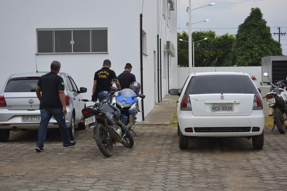 Quatro pessoas foram presas em Ariquemes (Foto: Jeferson Carlos/G1)