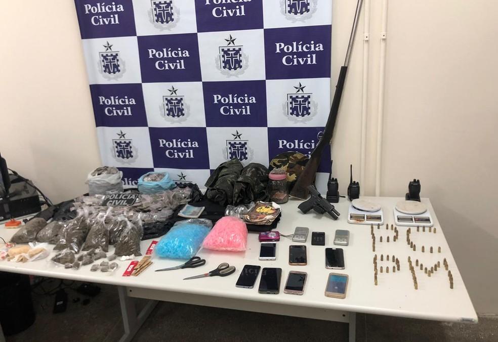 Mulheres são presas após serem flagradas na casa de suspeito de tráfico na BA — Foto: Polícia Civil/Divulgação