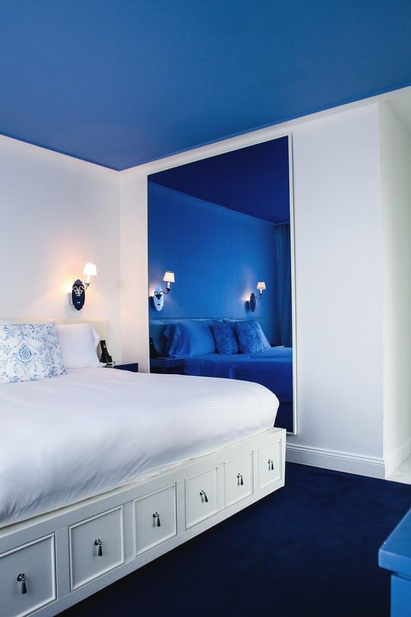 O tom azul deixa o quarto do hotel ainda mais aconchegante  (Foto: Divulgação)