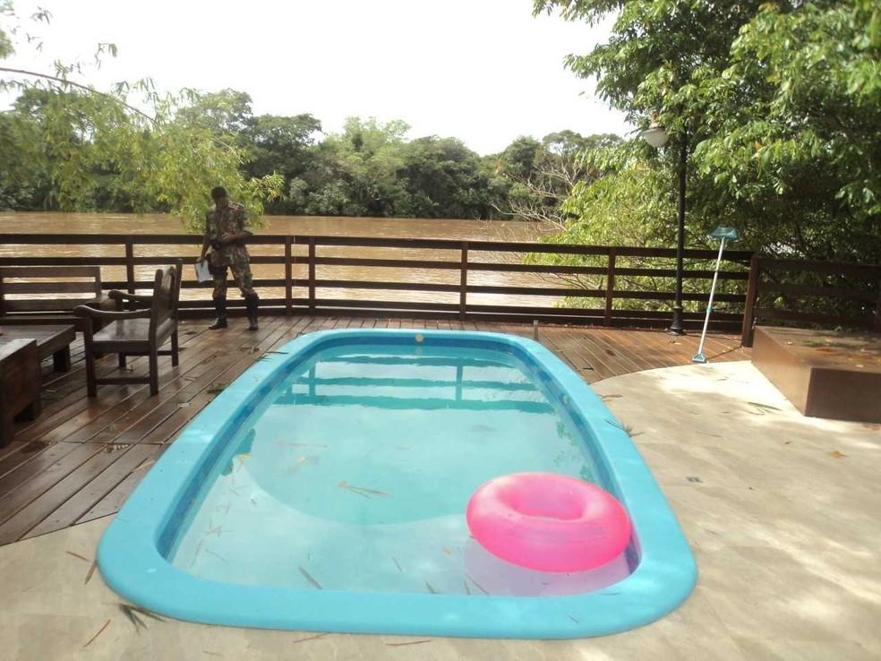 Piscina construída às margens do rio Coxim (Foto: PMA/Divulgação)