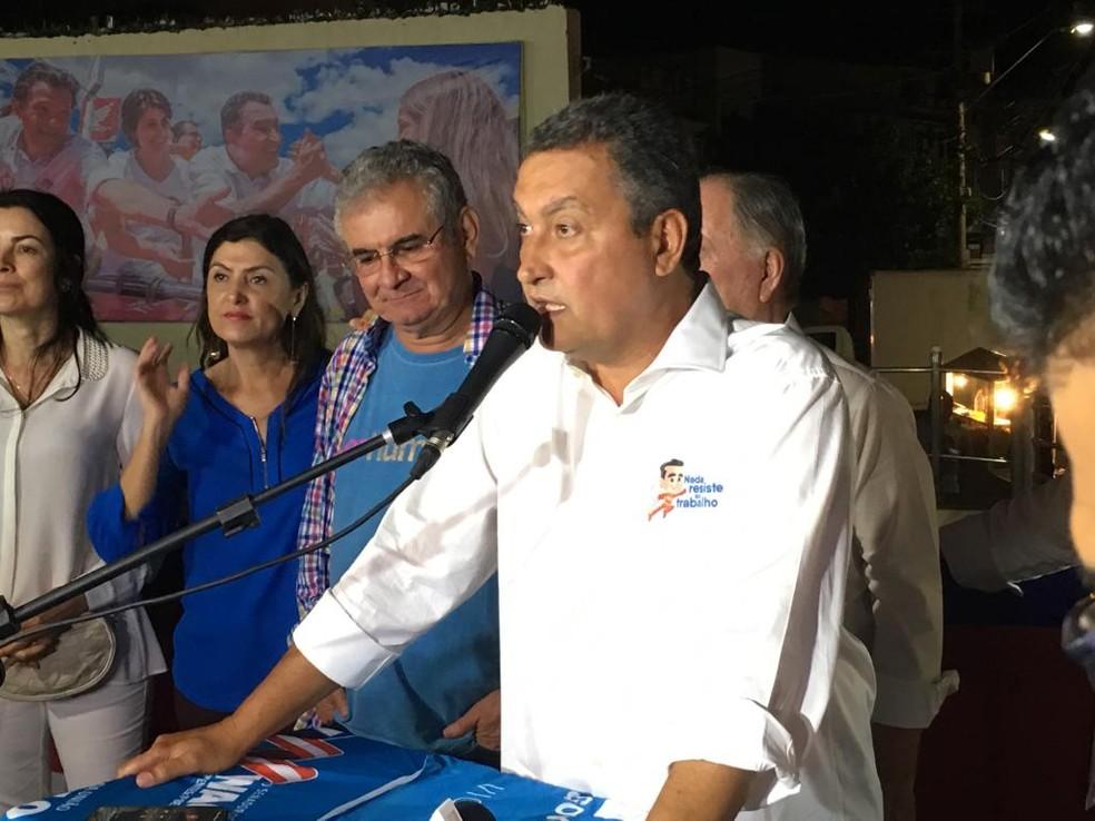 Reeleito governador da Bahia, Rui Costa faz comemoração no bairro do Rio Vermelho, em Salvador — Foto: Itana Alencar/G1