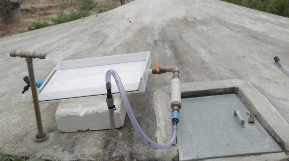 Aqualuz é acoplado a cisternas para realizar filtragem da água através da luz do sol — Foto: Divulgação