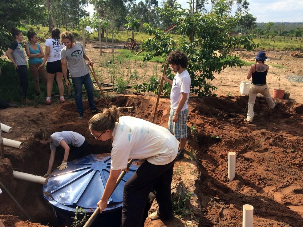 Tanque de evapotranspiração criado em outro assentamento de São Carlos (Foto: Arquivo Pessoal)