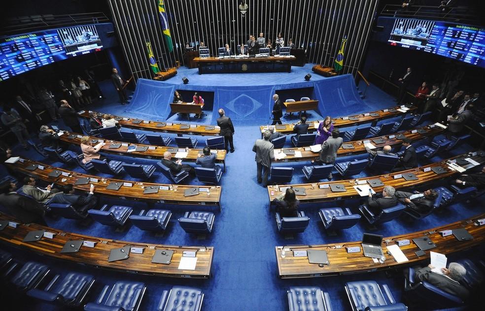 Senadores reunidos em plenário durante a sessão desta quarta (28) (Foto: Marcos Oliveira/Agência Senado)