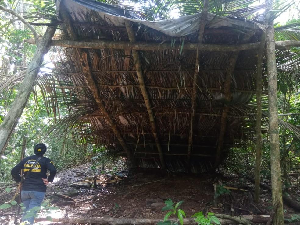 Barracas foram encontradas durante fiscalização da Polícia Ambiental e Funai em terra indígena de Rondônia.  — Foto: Divulgação/Associação Kanindé