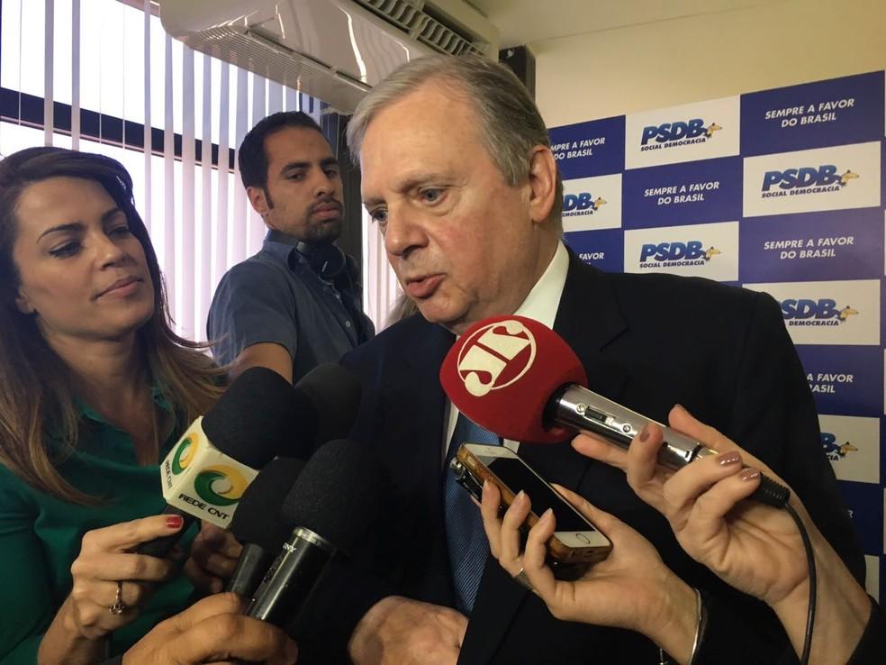 O presidente interino do PSDB, senador Tasso Jereissati (CE), durante entrevista na sede do partido, em Brasília (Foto: Alessandra Modzeleski)