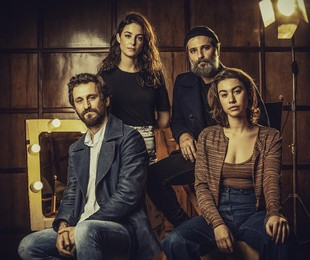 Bruno Gagliasso com o elenco da série 'Santo' | Netflix