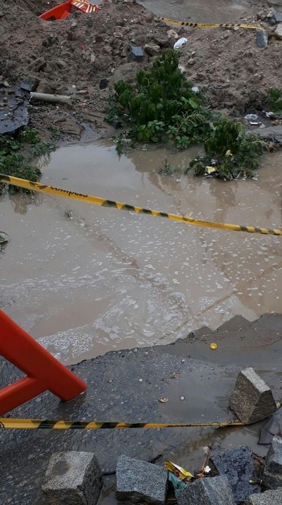 Bueiro fica no bairro Fazenda Velha em Toritama (Foto: Reprodução/WhatsApp)