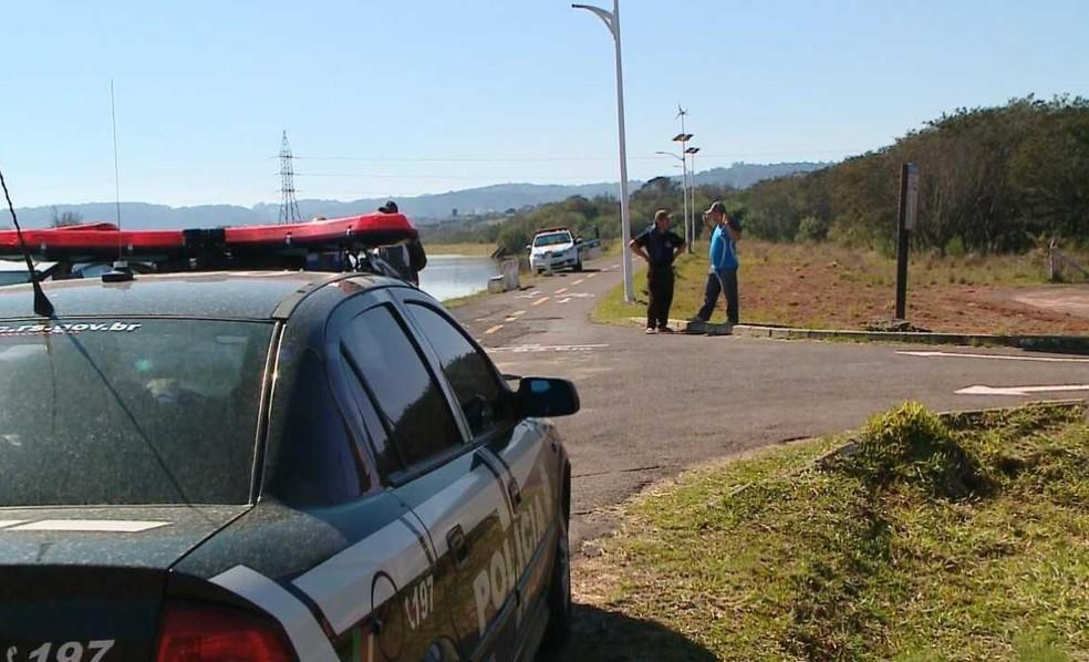 Corpo de Francine foi encontrado em matagal perto do Rio Pardinho, em Santa Cruz do Sul (Foto: Reprodução/RBS TV)