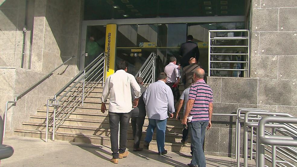 Prefeitos do interior participaram de reunião no Recife com a superintendência do Banco do Brasil nesta segunda (6) (Foto: Reprodução/TV Globo)