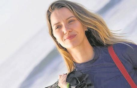 """Nathalia Dill viverá uma jogadora de vôlei de praia no filme """"Um casal inseparável"""", que estreará em setembro. Para a produção, ela recebeu um treinamento da campeã olímpica Jackie Silva  Divulgação"""