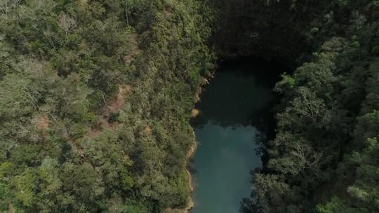 Aventura em Vila Velha: conheça as belezas e mistérios do lambari que só existe nas profundezas das furnas do parque
