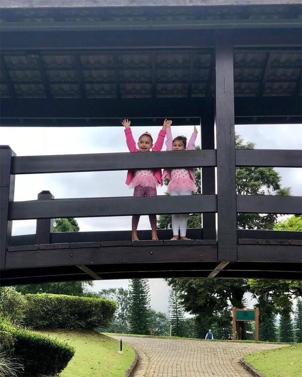 As gêmeas Kiara e Maya (Foto: Reprodução/Instagram)