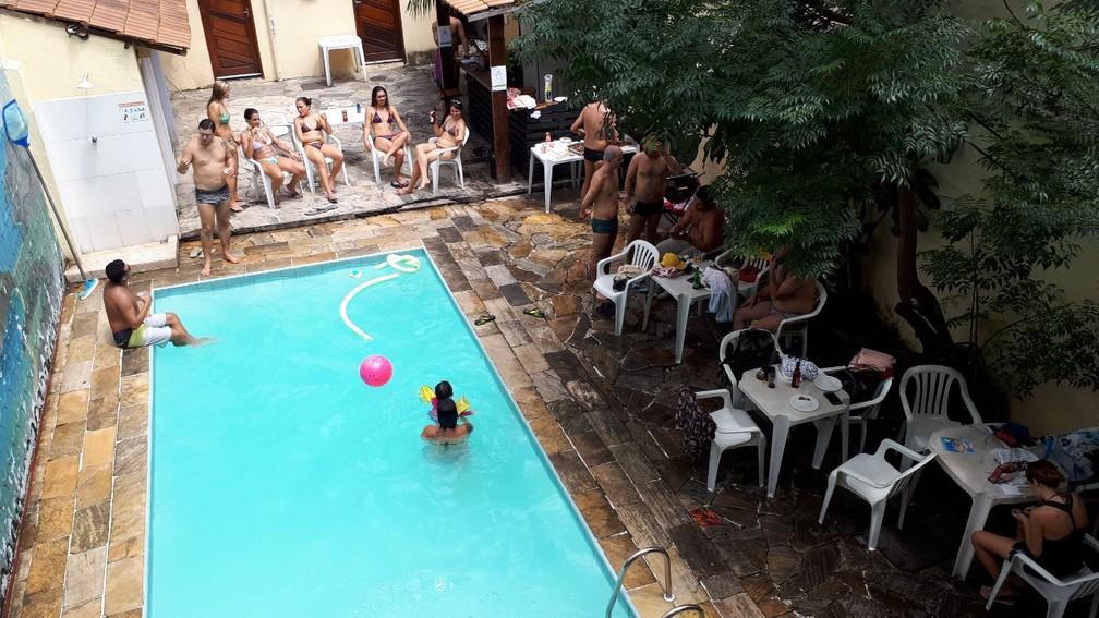 Piscina do Hostel Quintal do Maracanã, em registro anterior à pandemia do coronavírus. — Foto: Arquivo Pessoal