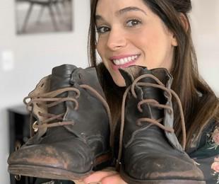 Sabrina Petraglia com as botas de Shirlei, de 'Haja coração' | Arquivo pessoal