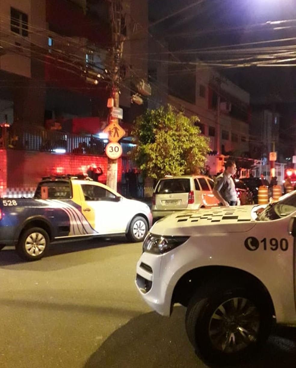 Elevador despenca em prédio residencial e quatro pessoas morrem em SP — Foto: G1 Santos